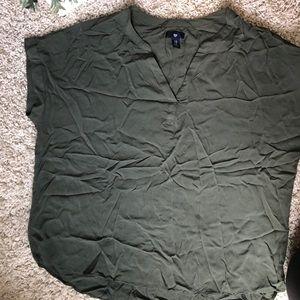 GAP Army Green V-Neck Top. Size XL